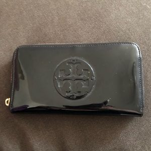 Patent leather Tory Burch wallet